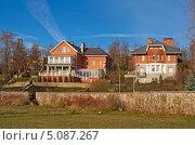 Купить «Двухэтажные особняки», фото № 5087267, снято 10 ноября 2012 г. (c) Валентина Троль / Фотобанк Лори