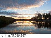 Купить «Закат над рекой Вагой», фото № 5089967, снято 15 сентября 2013 г. (c) Николай Мухорин / Фотобанк Лори