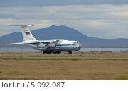 Купить «Самолёт ИЛ-76ТД на взлётной полосе на фоне горы Дионисия. Анадырь», фото № 5092087, снято 3 сентября 2013 г. (c) Максим Деминов / Фотобанк Лори