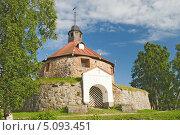 Купить «Музей-крепость «Корела». Воротная круглая башня. Приозерск», эксклюзивное фото № 5093451, снято 27 июля 2013 г. (c) Александр Щепин / Фотобанк Лори