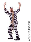 Купить «Осужденный преступник в полосатой форме, стоит подняв руки», фото № 5094591, снято 20 ноября 2012 г. (c) Elnur / Фотобанк Лори