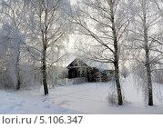 Старый деревянный дом в деревне Поддубное, зимний вечер (2013 год). Стоковое фото, фотограф ElenArt / Фотобанк Лори