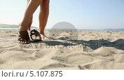 Купить «Woman putting on sandals on the beach», видеоролик № 5107875, снято 15 октября 2019 г. (c) Wavebreak Media / Фотобанк Лори