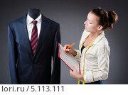 Купить «Девушка портной работает над костюмом», фото № 5113111, снято 11 сентября 2013 г. (c) Elnur / Фотобанк Лори