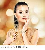 Купить «Портрет красивой молодой брюнетки», фото № 5118327, снято 29 января 2013 г. (c) Валуа Виталий / Фотобанк Лори