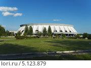 Купить «Ледовый дворец спорта, Нижний Тагил», фото № 5123879, снято 14 августа 2013 г. (c) Сергей Завьялов / Фотобанк Лори
