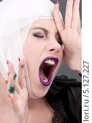 Купить «Уставшая девушка с перебинтованной головой», фото № 5127227, снято 6 декабря 2008 г. (c) Syda Productions / Фотобанк Лори