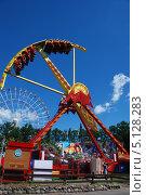 Купить «Парк аттракционов на ВВЦ, Москва», эксклюзивное фото № 5128283, снято 5 июня 2011 г. (c) lana1501 / Фотобанк Лори