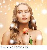 Купить «Красивая романтическая девушка с цветком», фото № 5128759, снято 8 декабря 2012 г. (c) Syda Productions / Фотобанк Лори