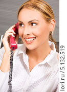 Купить «Дружелюбная телефонистка работает в колл центре», фото № 5132519, снято 25 июля 2009 г. (c) Syda Productions / Фотобанк Лори