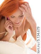 Купить «Девушка с современным многофункциональным сотовым телефоном», фото № 5134679, снято 9 мая 2009 г. (c) Syda Productions / Фотобанк Лори