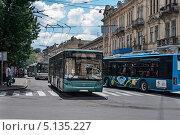 Городские автобусы (Львов, Украина) (2013 год). Редакционное фото, фотограф eva cuba air / Фотобанк Лори