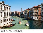 Купить «Водное такси в Венеции», фото № 5139379, снято 14 мая 2013 г. (c) Юлия Бабкина / Фотобанк Лори