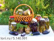 Купить «Домашнее консервирование, овощные консервы», фото № 5140991, снято 8 августа 2013 г. (c) Володина Ольга / Фотобанк Лори