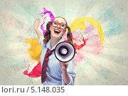 счастливая девушка с мегафоном на ярком фоне. Стоковое фото, фотограф Sergey Nivens / Фотобанк Лори