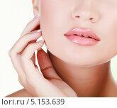 Чистая кожа на лице девушки. Стоковое фото, фотограф Nobilior / Фотобанк Лори