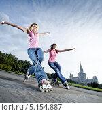 Купить «Две девушки катаются на роликах», фото № 5154887, снято 13 сентября 2009 г. (c) Станислав Фридкин / Фотобанк Лори