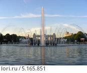 Купить «Фонтан в парке Горького, Москва», эксклюзивное фото № 5165851, снято 24 мая 2011 г. (c) lana1501 / Фотобанк Лори