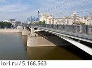 Купить «Москва. Бородинский мост», эксклюзивное фото № 5168563, снято 13 сентября 2013 г. (c) Зобков Георгий / Фотобанк Лори
