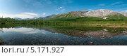 Купить «Панорама горного массива с отражением в прозрачной воде озера. Кольский полуостров, Хибины», фото № 5171927, снято 6 июля 2010 г. (c) Кекяляйнен Андрей / Фотобанк Лори