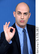 """Купить «Лысый бизнесмен показывает """"Ок!""""», фото № 5178387, снято 24 января 2011 г. (c) Phovoir Images / Фотобанк Лори"""