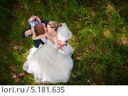 Жених целует невесту. Стоковое фото, фотограф Фесенко Сергей / Фотобанк Лори