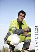 Купить «Человек в рабочей одежде присел на фоне неба», фото № 5183251, снято 30 октября 2009 г. (c) Phovoir Images / Фотобанк Лори