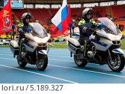 Купить «Демонстрация сотрудниками ГИБДД мотоциклов BMW R1200RT на празднике - День московской полиции 19 октября 2013», фото № 5189327, снято 19 октября 2013 г. (c) Николай Винокуров / Фотобанк Лори