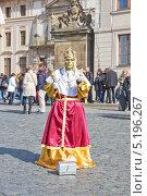 Купить «Живая статуя на улицах Праги», фото № 5196267, снято 5 октября 2013 г. (c) Светлана Самаркина / Фотобанк Лори
