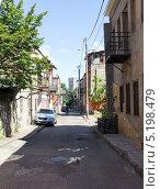 Купить «Узкая живописная улочка в старом городе Тбилиси. Грузия», фото № 5198479, снято 3 июля 2013 г. (c) Евгений Ткачёв / Фотобанк Лори