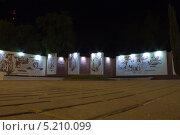 Ночной город Гомель, Беларусь (2013 год). Редакционное фото, фотограф Елена Григорьева / Фотобанк Лори
