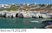 Купить «Морские пещеры в скалах на Средиземном море. Остров Кипр. Селение Pejia, Пафос», видеоролик № 5212215, снято 27 октября 2013 г. (c) Кекяляйнен Андрей / Фотобанк Лори