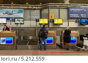 Купить «Стойки регистрации пассажиров в аэропорту Пулково», эксклюзивное фото № 5212559, снято 3 октября 2013 г. (c) Виктория Катьянова / Фотобанк Лори