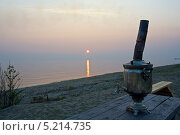 Самовар на берегу озера Байкал. Стоковое фото, фотограф Vladimir 'Seagull' Maksimov / Фотобанк Лори