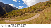 Серпантин горной дороги (2013 год). Редакционное фото, фотограф Кузякин Иван / Фотобанк Лори