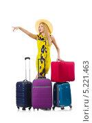 Купить «Девушка с четырьмя чемоданами показывает на что-то вдали», фото № 5221463, снято 5 сентября 2013 г. (c) Elnur / Фотобанк Лори