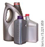 Купить «Пластиковые бутылки с автомобильным маслом», фото № 5221859, снято 15 октября 2011 г. (c) Наталья Аксёнова / Фотобанк Лори