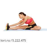 Купить «Красивая стройная девушка растягивает мышцы», фото № 5222475, снято 12 января 2013 г. (c) Syda Productions / Фотобанк Лори