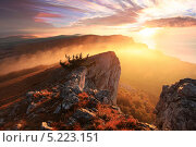 Купить «Восход солнца в горах Ай-Петри, Крым», фото № 5223151, снято 20 февраля 2018 г. (c) Артем Поваров / Фотобанк Лори