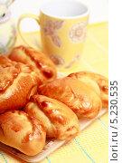 Купить «Пирожки на столе», эксклюзивное фото № 5230535, снято 14 октября 2013 г. (c) Яна Королёва / Фотобанк Лори
