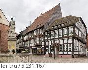 Купить «Старые фахверковые дома на рыночной площади в центре города Einbeck, Германия», фото № 5231167, снято 10 сентября 2013 г. (c) Boris Breytman / Фотобанк Лори