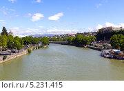 Купить «Река Мтквари в центре Тбилиси. Грузия», фото № 5231415, снято 3 июля 2013 г. (c) Евгений Ткачёв / Фотобанк Лори