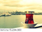 Стамбульский чай на борту корабля. Стоковое фото, фотограф Юлия Марченко / Фотобанк Лори
