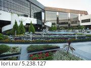 Купить «Внутренний двор аэропорта Сочи в городе Адлер», фото № 5238127, снято 12 сентября 2012 г. (c) Михаил Иванов / Фотобанк Лори