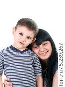 Купить «Молодая брюнетка с сыном на белом фоне», фото № 5239267, снято 13 января 2012 г. (c) lanych / Фотобанк Лори