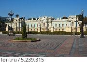 Купить «Фасад Мариинского дворца. Киев, Украина», фото № 5239315, снято 26 сентября 2005 г. (c) Геннадий Катунин / Фотобанк Лори