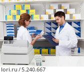 Купить «фармацевты в аптеке за работой», фото № 5240667, снято 21 апреля 2013 г. (c) Андрей Попов / Фотобанк Лори