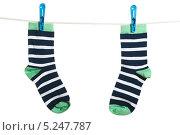 Купить «Полосатые носки, висящие на бельевой веревке», фото № 5247787, снято 16 марта 2012 г. (c) Paleka / Фотобанк Лори
