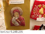 Купить «Золотое шитье», эксклюзивное фото № 5248235, снято 1 ноября 2013 г. (c) Дмитрий Неумоин / Фотобанк Лори