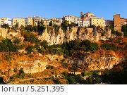 Купить «Панорама города Куэнка в солнечное утро. Кастилия-Ла-Манча, Испания», фото № 5251395, снято 24 августа 2013 г. (c) Яков Филимонов / Фотобанк Лори